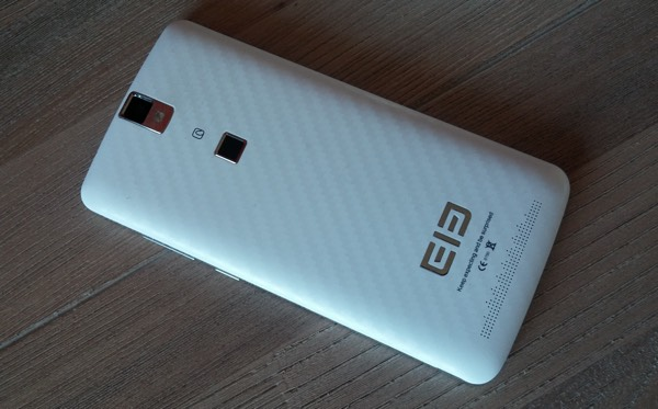 coque arriere effect carbone elephone p8000-infoidevice