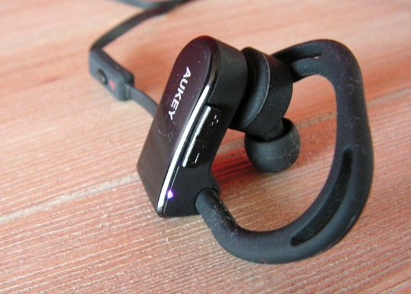 boutons-volume-ecouteurs-bluetooth-sport-aukey-infoidevice
