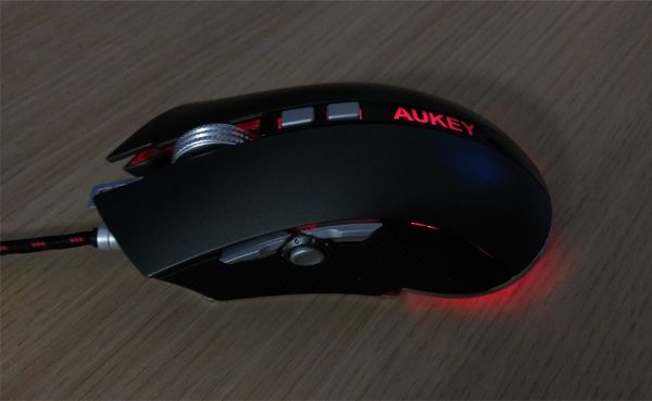 eclairage led rouge souris gamer aukey infoidevice