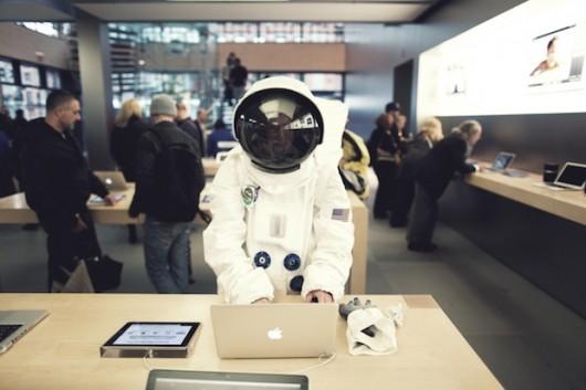astronaute dans Apple Store