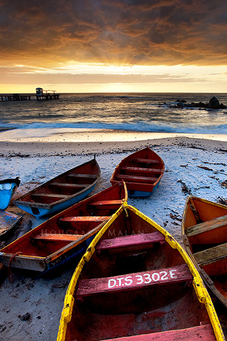 iPhone-Boats-on-Shore-background-iPhone-Wallpaper