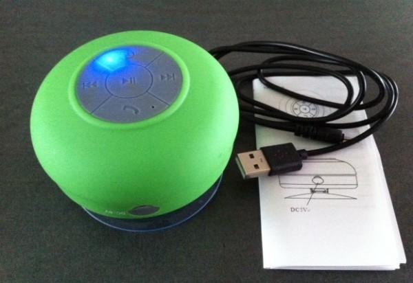 enceinte bluetooth aquafonik fourni avec câble de recharge et notice