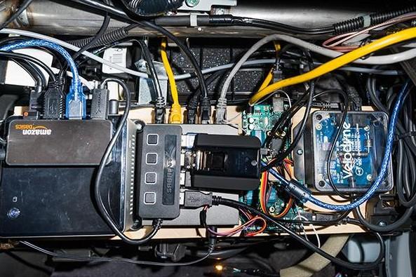 hub usb amazon pour voiture autonome de geohot-infoidevice