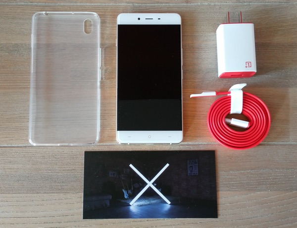 oneplus x avec coque et chargeur-infoidevice