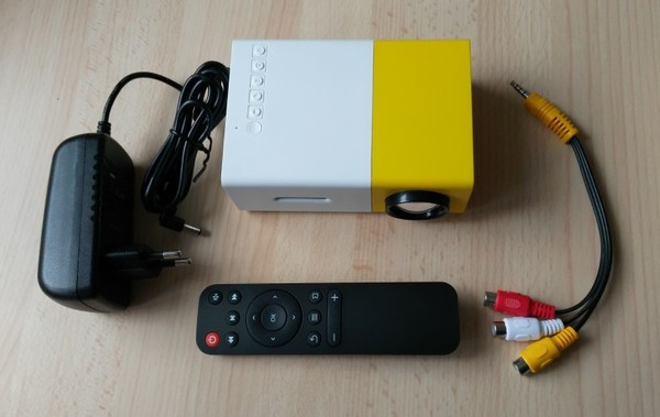 package mini projecteur yg300-infoidevice