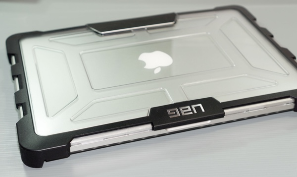 coque-protection-macboo-pro-uag-infoidevice