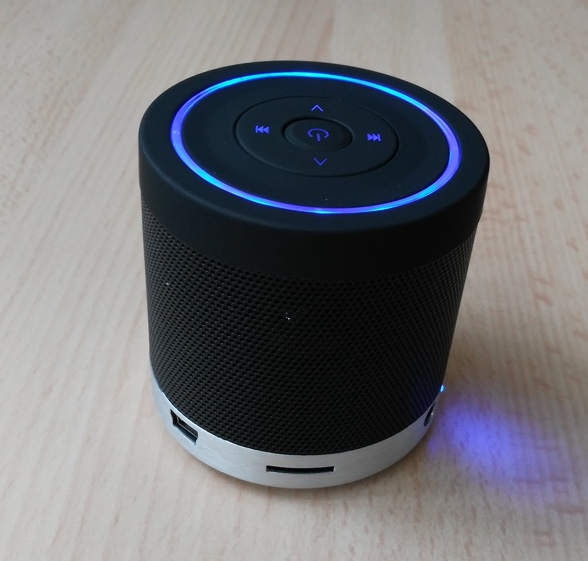 slot microsd et port mini usb enceinte bluetooth veho 360 m4-infoidevice