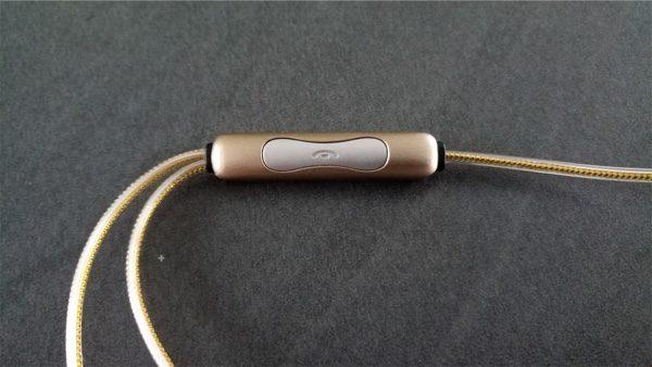 commande et micro ecouteurs dodocool el glowing infoidevice