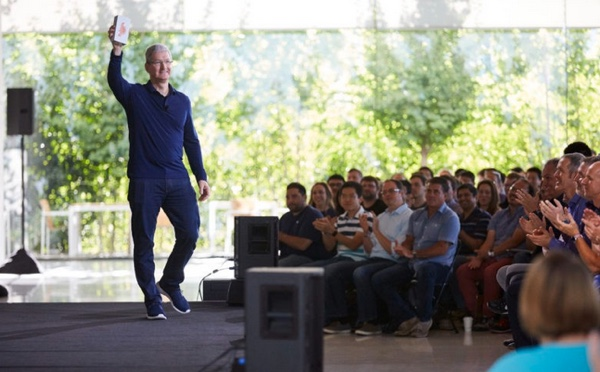 tim cook presente iphone 8 infoidevice