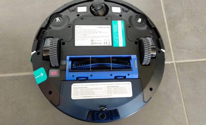 dessous le robot aspirateur eufy robovac 30c
