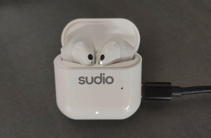 recharge boitier ecouteurs sudio nio blanc